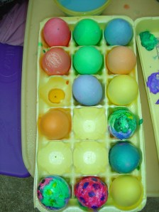 making-easter-eggs-03_resize