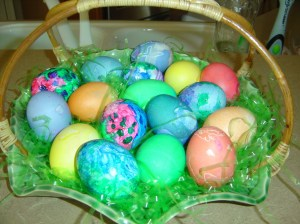 making-easter-eggs-11_resize